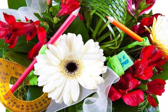 Подарки преподавателям на 8 марта от