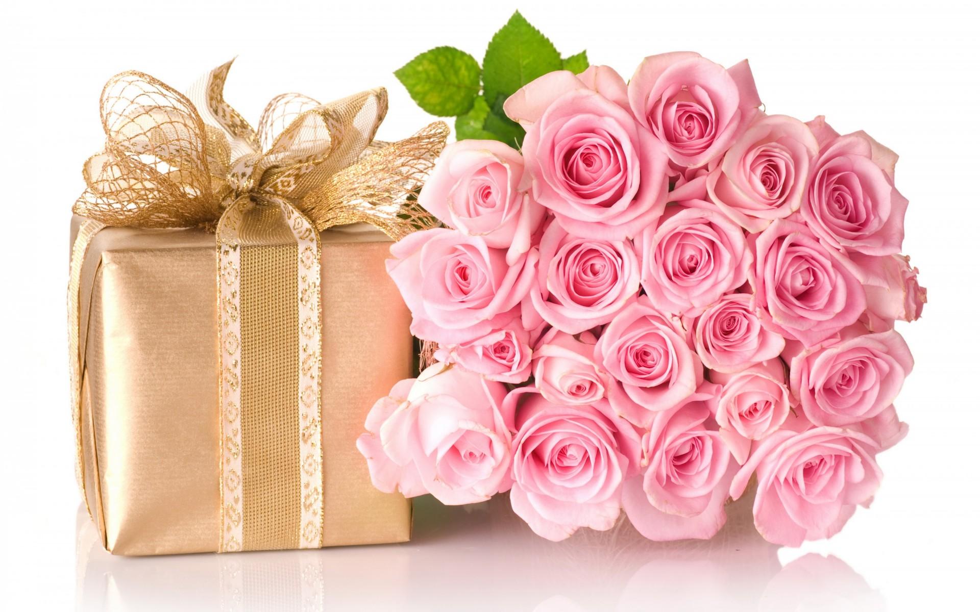 Поздравление женщины с днем рождения с подарками